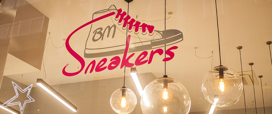 BMsneakers16